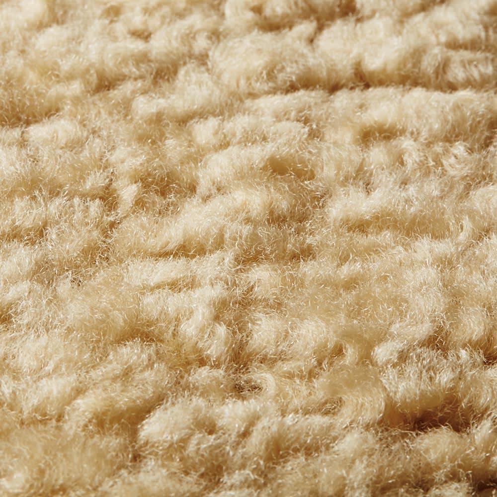 スカンジロック シートマット サークル・丸型 カール毛のふわふわとした肌触り。羊毛ならではの柔らかな質感、保温性の高さも魅力。