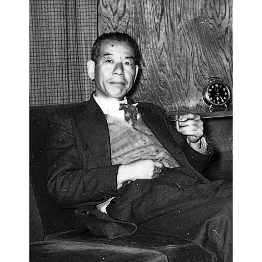 ツイード調ソファベッド 幅188cm [国産] シノハラ製作所創業者の篠原慶介氏 創業大正12年の老舗メーカー。「日本人の生活に合う、くつろぎのための家具」を考え続けた創業者の意志を継ぎ、熟練の職人が「ベッドとして、ソファとして快適」なソファベッドを作り続けています。