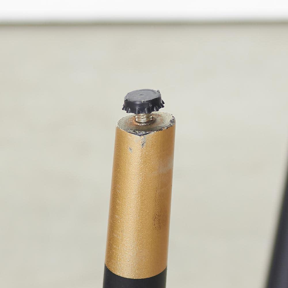 Raamine/ラミネ セラミックトップ・リビングテーブル 脚先はアジャスター付き(出した状態)