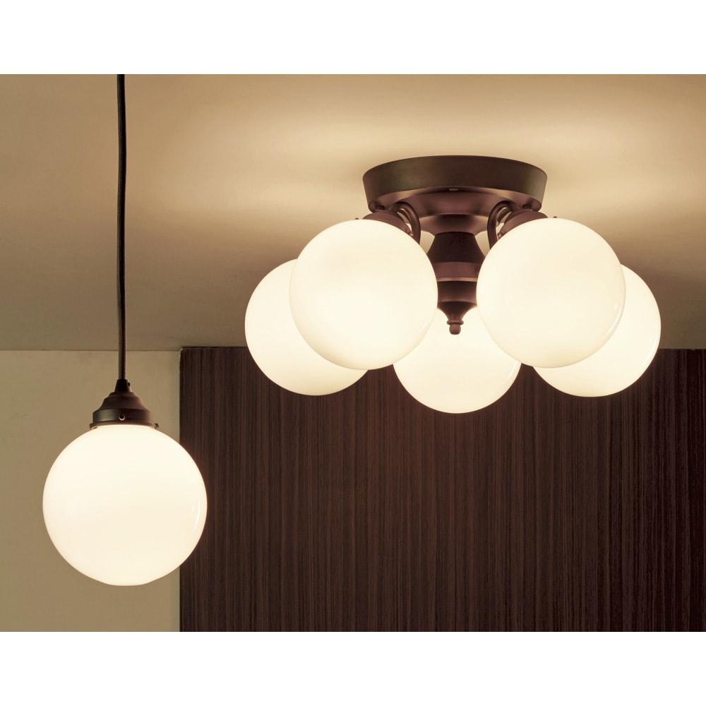 Tango ペンダント 1灯 [点灯時]ホワイト ※左側がお届け商品の「1灯」です。