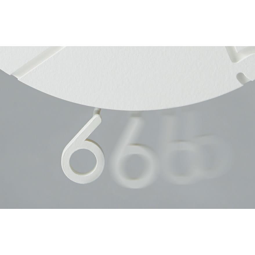 CARVED swing クロック 数字の6がスイングして時を刻みます。