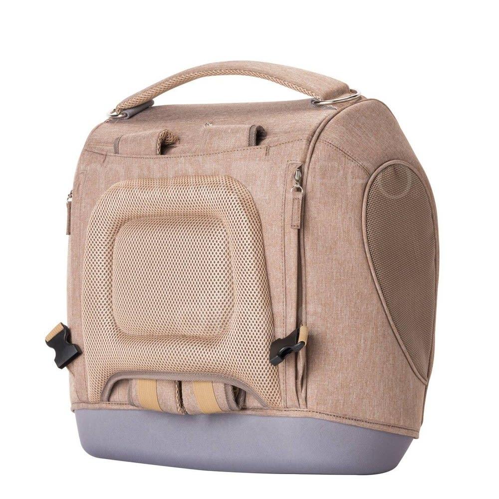 ミュナペットキャリーバッグ リュックの肩ベルトを収納可能。背中部分と肩ベルトはクッション性があり、ペットの重みを受け止める飼い主さんを労わる仕様です。