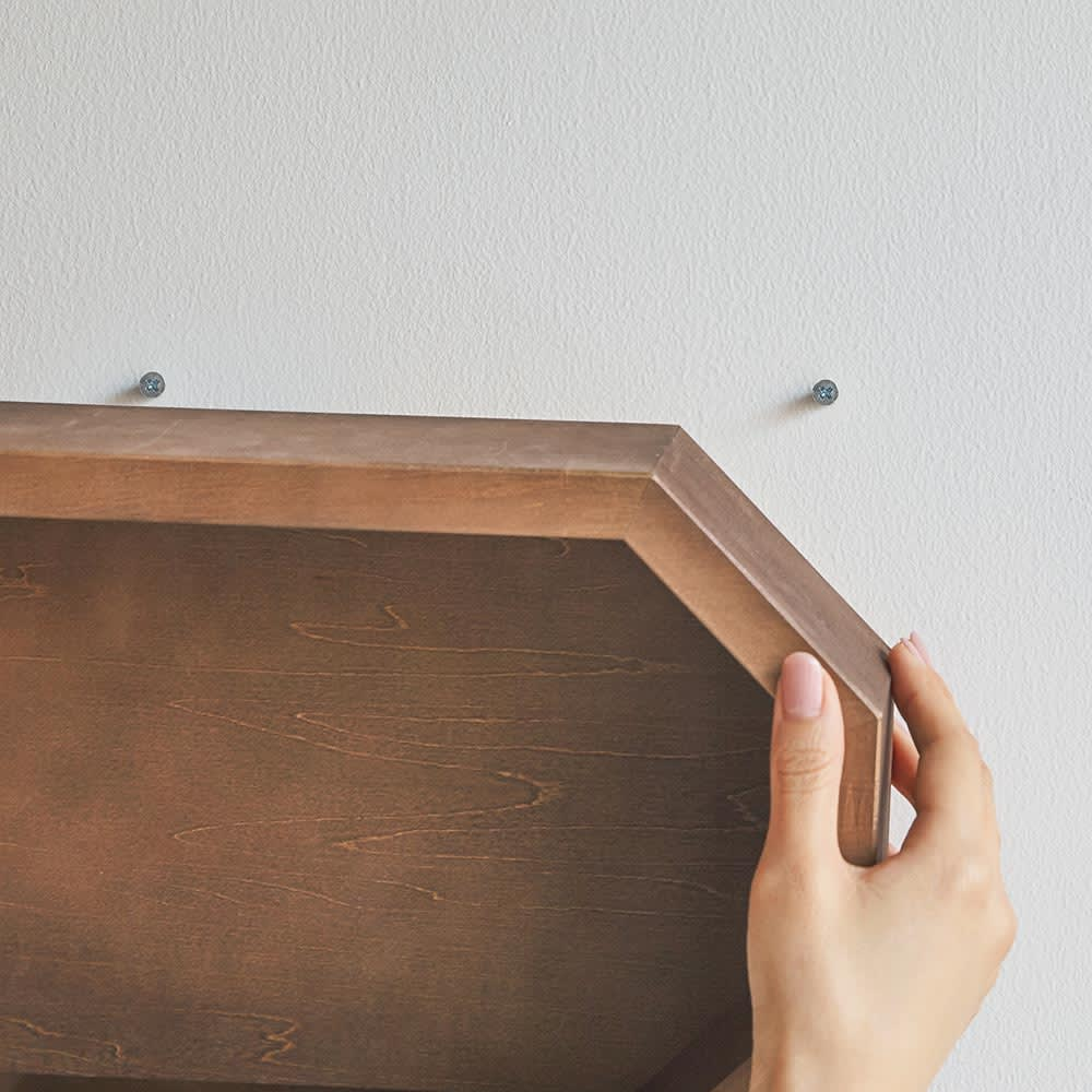 八角形 インテリアフレーム  ミラー 掛け型は、壁用のネジ等は付属しておりませんので、ご自宅の壁材に合わせて必要な留め具をご準備ください。