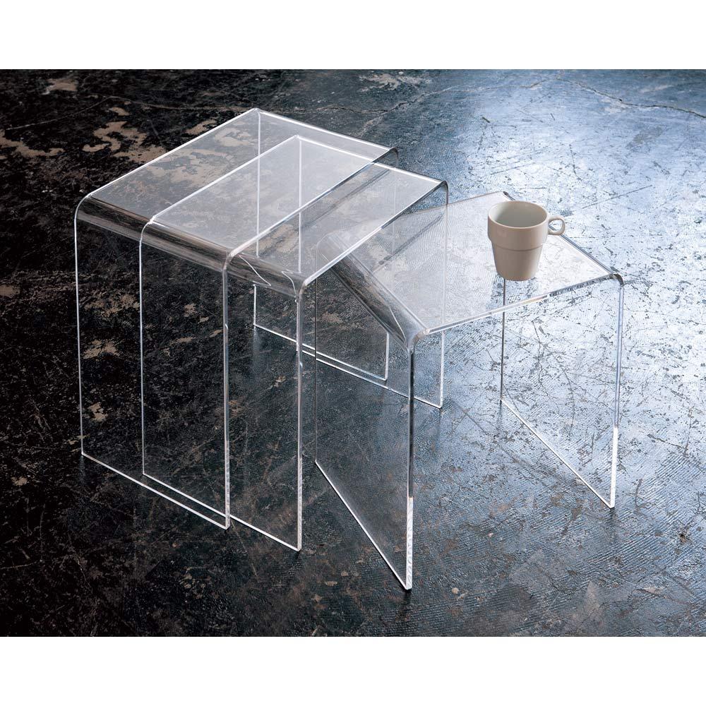 Gel/ジェル アクリルネストテーブル 3台セット ずらしてセッティング。芸術的なオブジェのようなスタイリングもできます