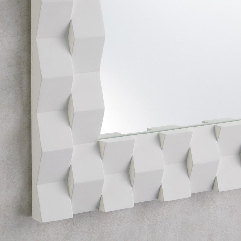 PHILOS/フィロス プリズミー壁掛けミラー・ウォールミラー 幅70×高さ50cm (ア)ホワイトウォッシュ 木目がほぼ透けないホワイトカラーで着色。陰影が際立ち、繊細な凹凸感がより引き立ちます。