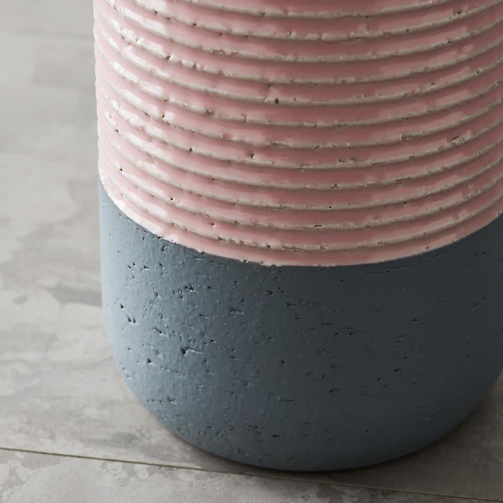 有田焼傘立て BOTTLES/ボトルズ 下部は濃いめの釉薬のかかっていないグレー色でモダンに仕上げました。