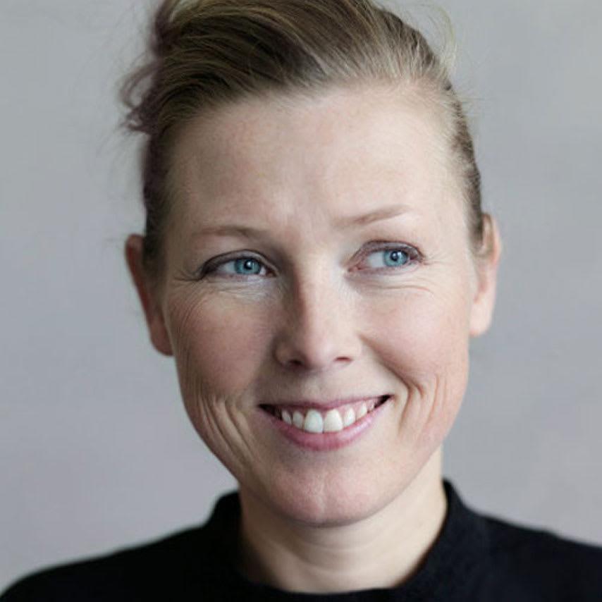 Ridge/リッジ ダイニングテーブル 天然木長方形テーブル 幅160cm Louise Hederstrom/ルイーズ・ヘダーストローム スウェーデンをはじめ、ヨーロッパのハイブランドへのデザイン提供の実績を持つ気鋭のデザイナー。その実力は数多のデザインアワードでも認められています。