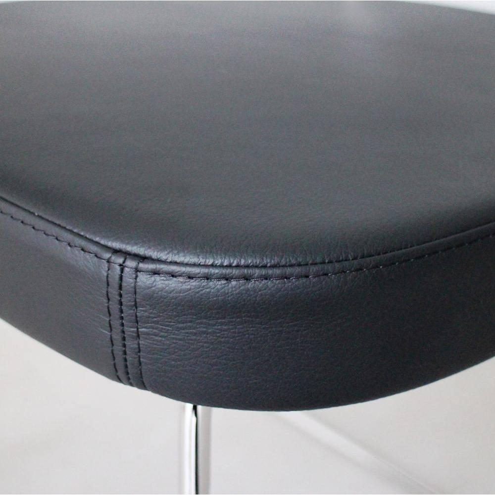 5点セット イタリア製伸長式ダイニングテーブル+NewYorkチェア4脚  テーブル幅130cm(伸長時190cm) やわらかな牛本革でくるまれた座面。中身はウレタンフォームで快適。