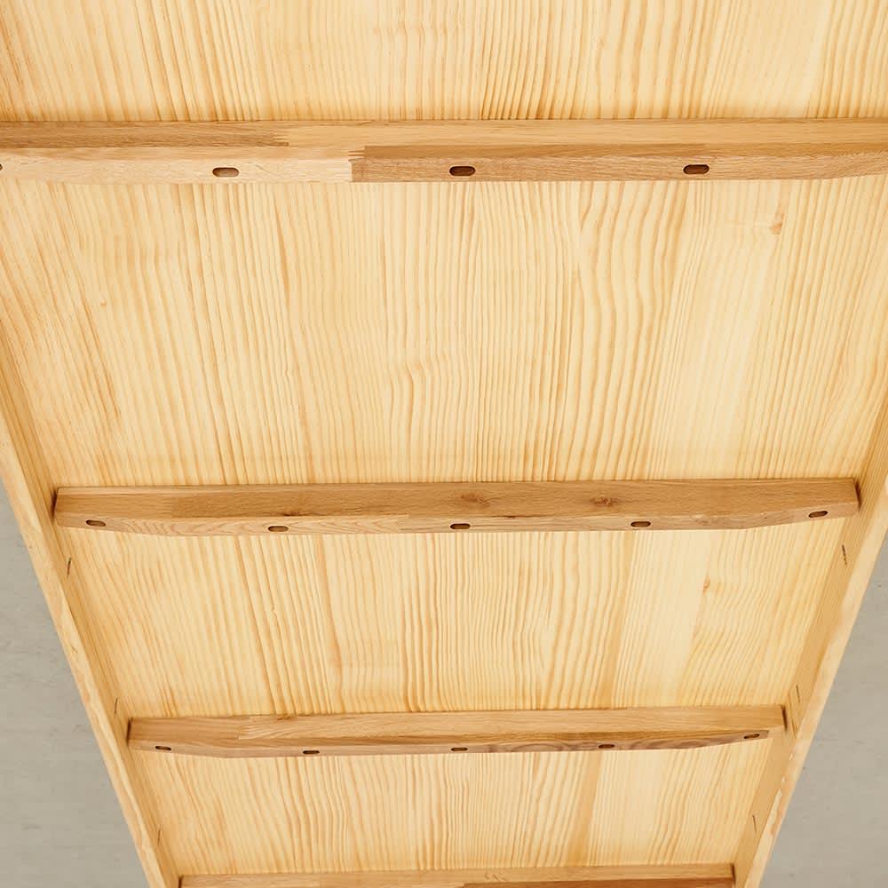 幅200ダイニングテーブル SU:iji/スイージー ニュージーパイン(R)無垢ダイニングシリーズ 天板の裏は反り止めが入っています。