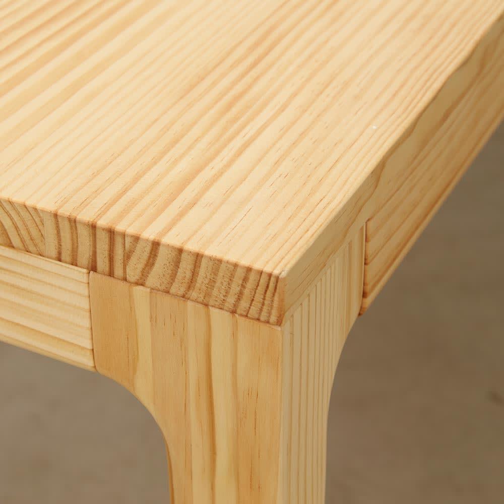 幅200ダイニングテーブル SU:iji/スイージー ニュージーパイン(R)無垢ダイニングシリーズ 天板の角アップ