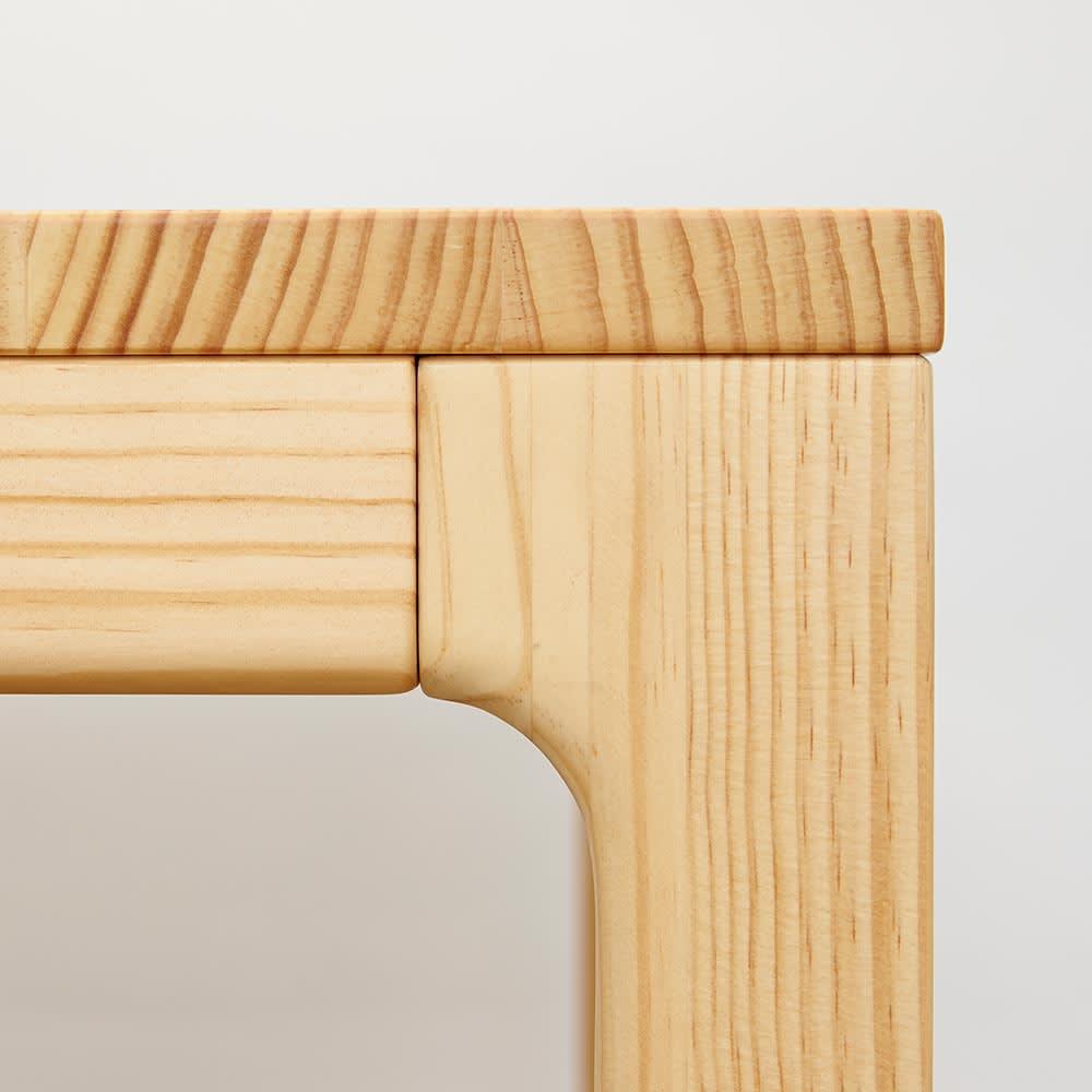 幅200ダイニングテーブル SU:iji/スイージー ニュージーパイン(R)無垢ダイニングシリーズ 脚部は細部にわたりなめらかな仕上がりになっています。