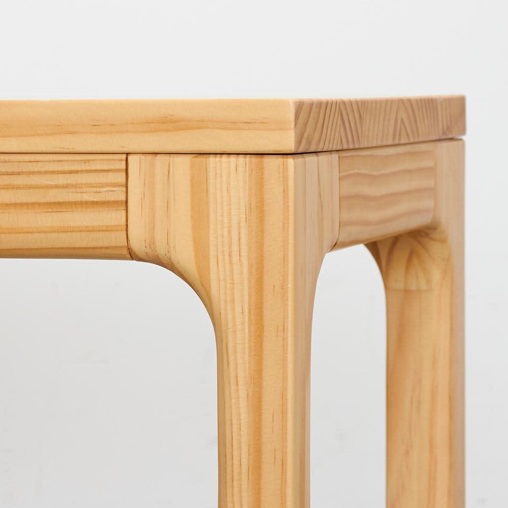 ベンチ SU:iji/スイージー ニュージーパイン(R)無垢ダイニング 脚部分アップ なめらかな仕上がり