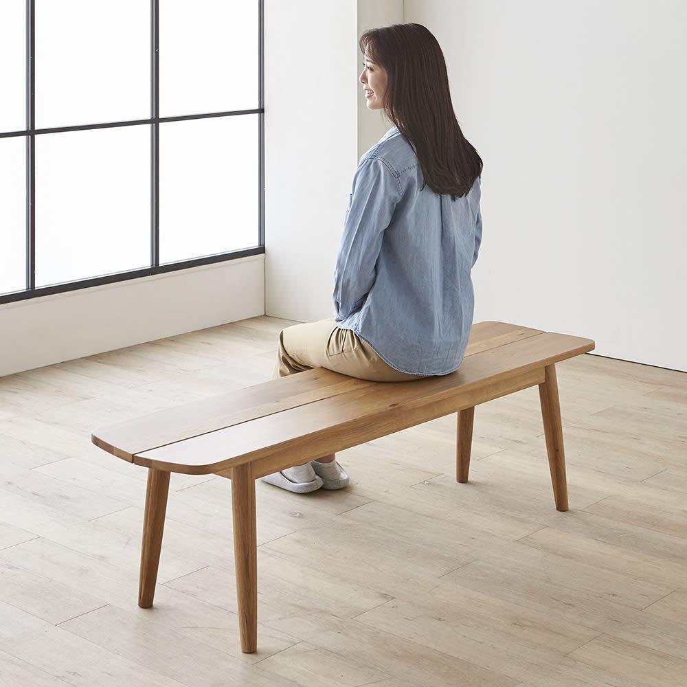 Luomu/ルオム 無垢ダイニングシリーズ  ハイバックチェア ベンチセット モデル身長164cm:写真のベンチは幅150cmサイズです