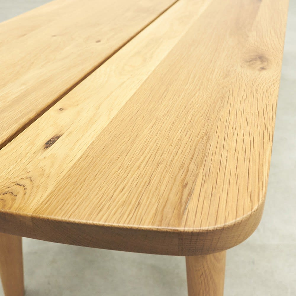 オーク無垢材ダイニングベンチ 幅95cm Luomu/ルオム オーク天然木の自然な木目と節、手ざわりは滑らかです。