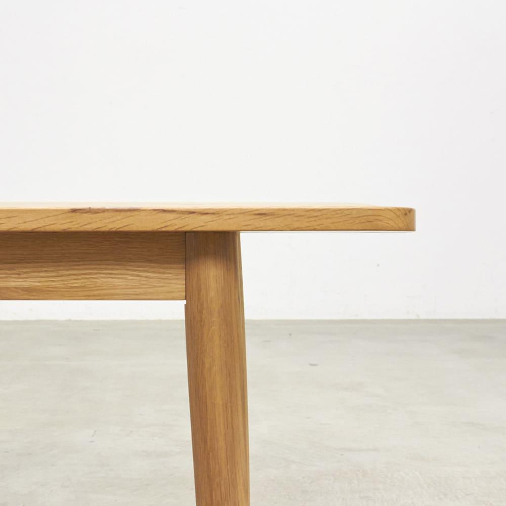オーク無垢材ダイニングベンチ 幅135cm Luomu/ルオム 厚みのある20mmの座面