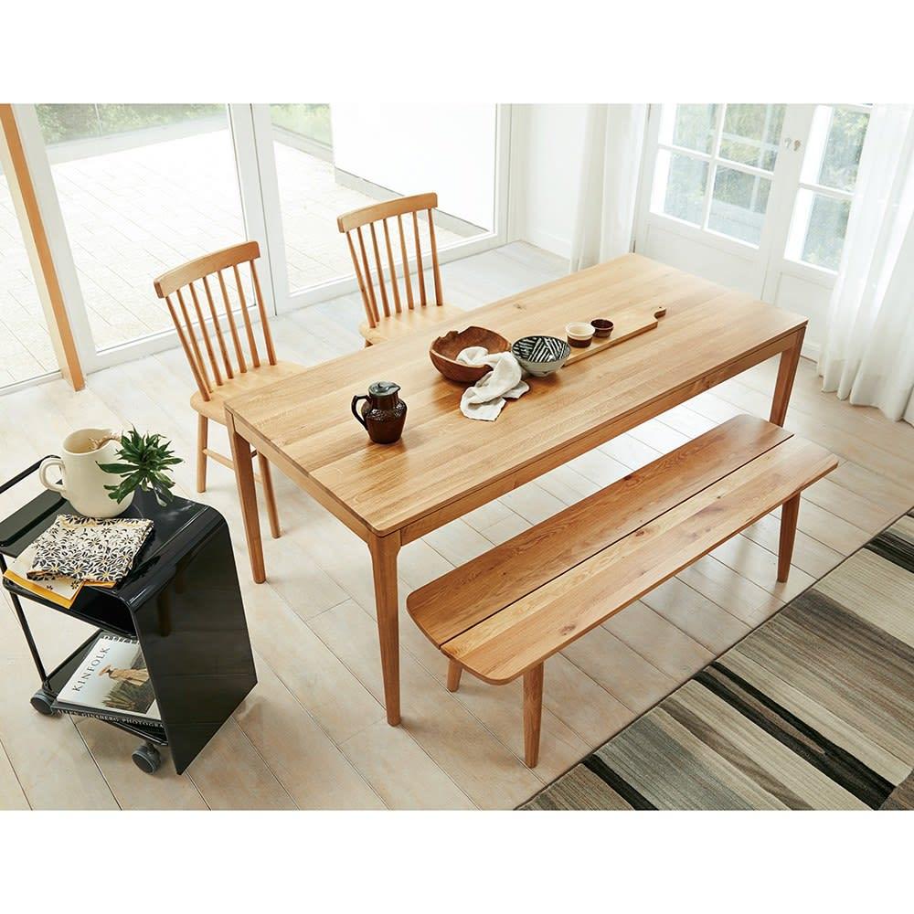 オーク無垢材ダイニングテーブル 幅130cm Luomu/ルオム 北欧スタイルのダイニングルームに。写真のテーブルは180cmタイプ、椅子とベンチは別売りです。お得なセット販売もあります。