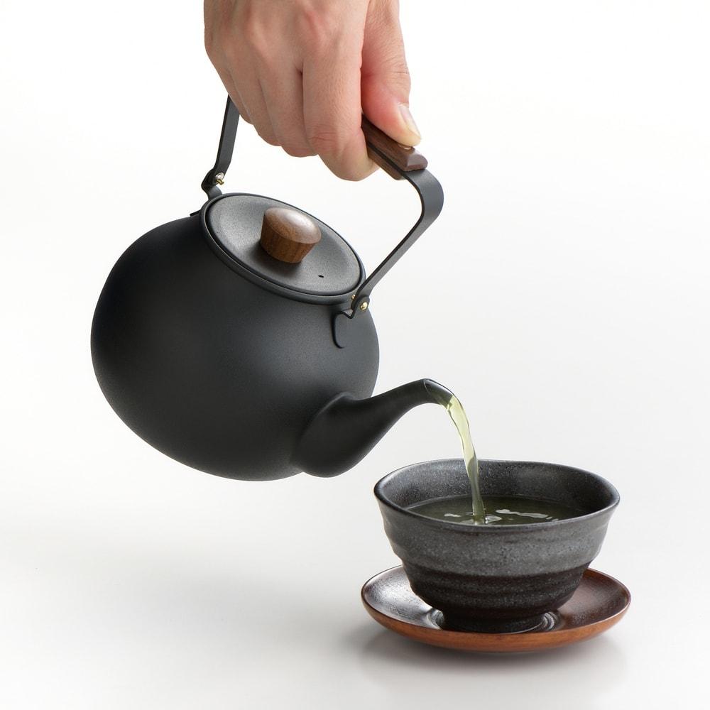 ミヤコ ステンレス製急須 大 水きれのいい注ぎ口で、ゆっくりと丁寧に注ぐことができます