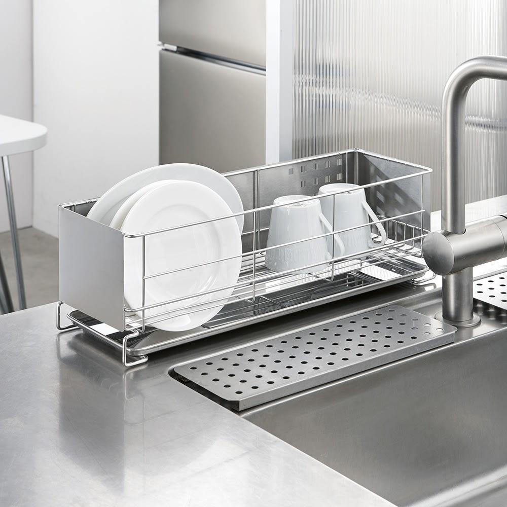 ステンレス製 隠せる スリム 水切りかご 箸立て付き お皿が立てられるワイヤー底。下のトレーで受けた水もサッと捨てられます。