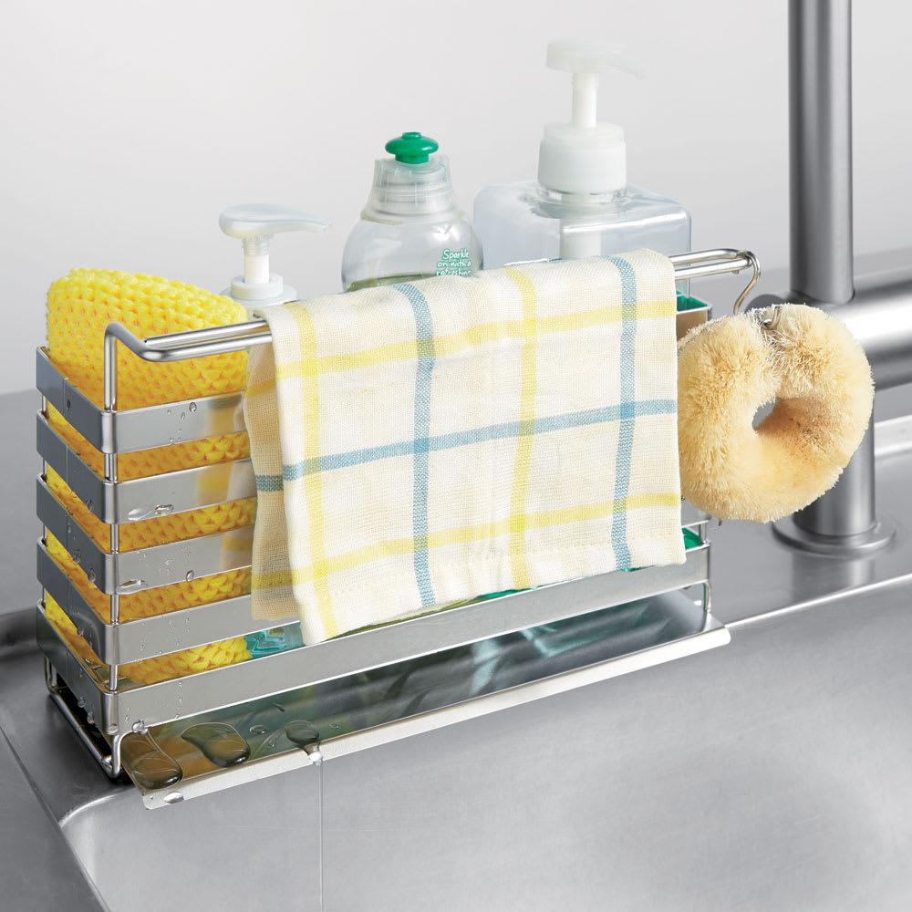 流れるトレー付き 洗剤スポンジラック(ふきん掛け付き) ふきん掛けを高くして乾きやすさにも配慮しています。