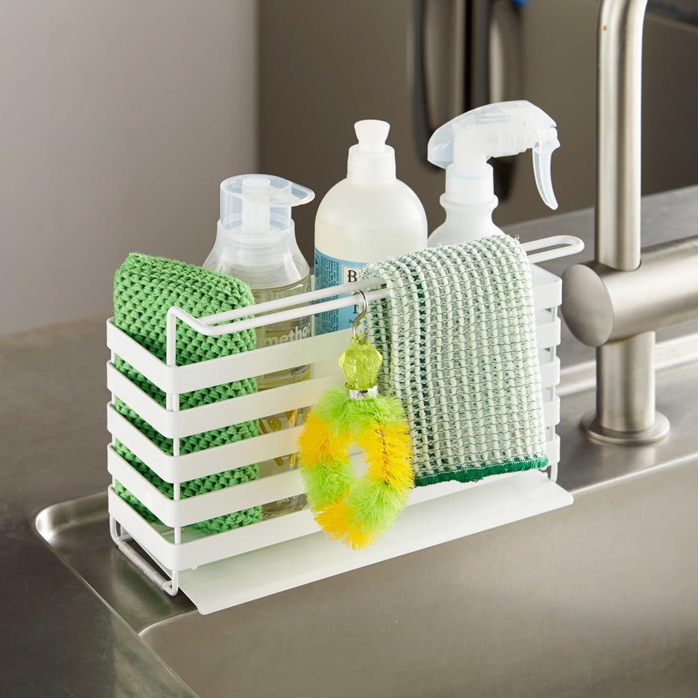 流れるトレー付き 洗剤スポンジラック(ふきん掛け付き) 水がたまりにくい、流れるトレー付きです。