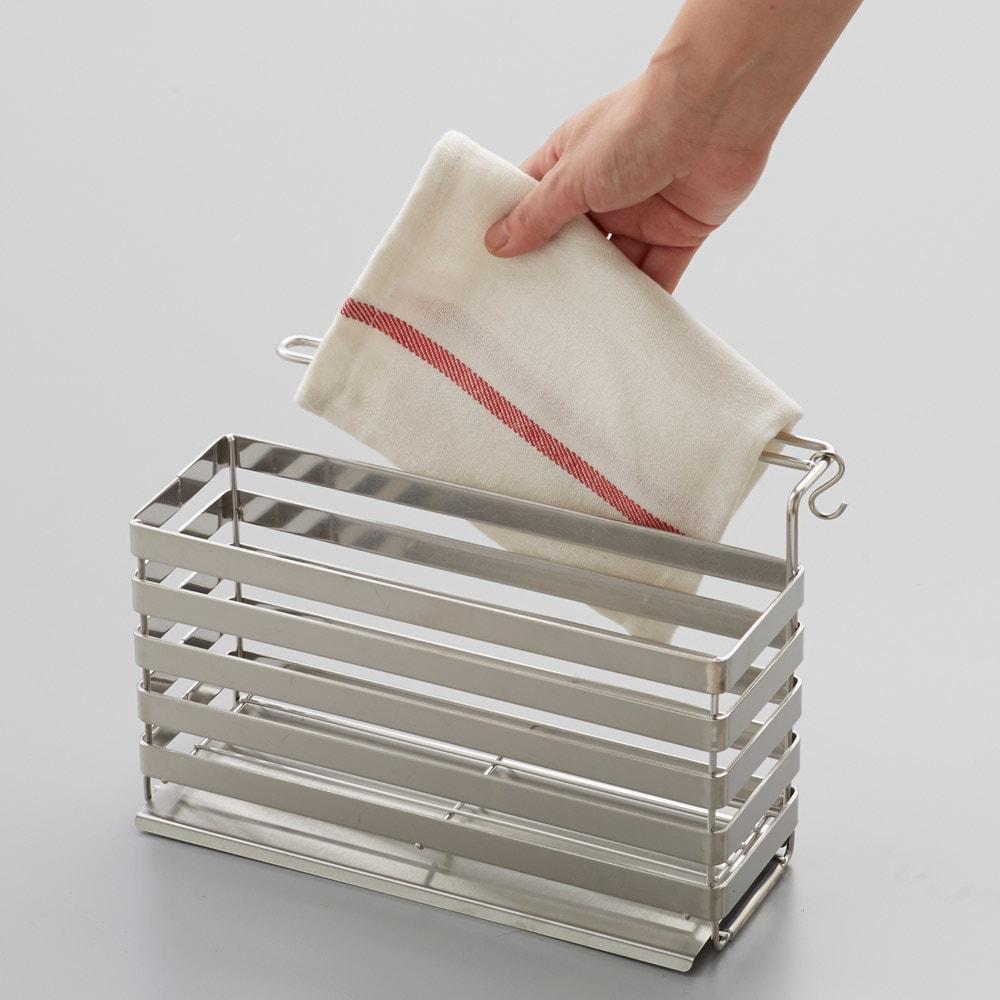 流れるトレー付き 洗剤スポンジラック(ふきん掛け付き) 布巾の出し入れもスムーズです。
