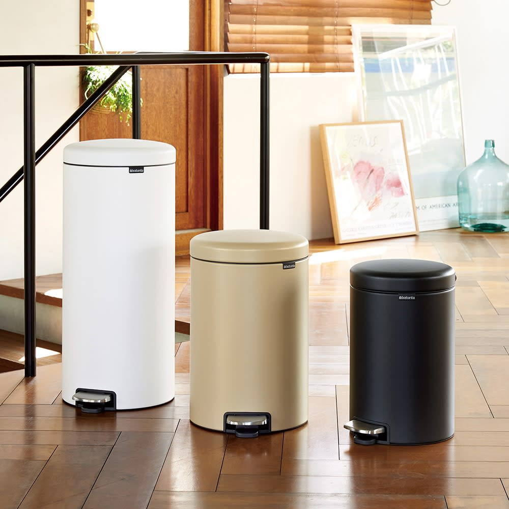 brabantia/ブラバンシア ラグジュアリーペダルビン 容量12L 美しくて使いやすい、ラグジュアリーなペダル式ゴミ箱です。