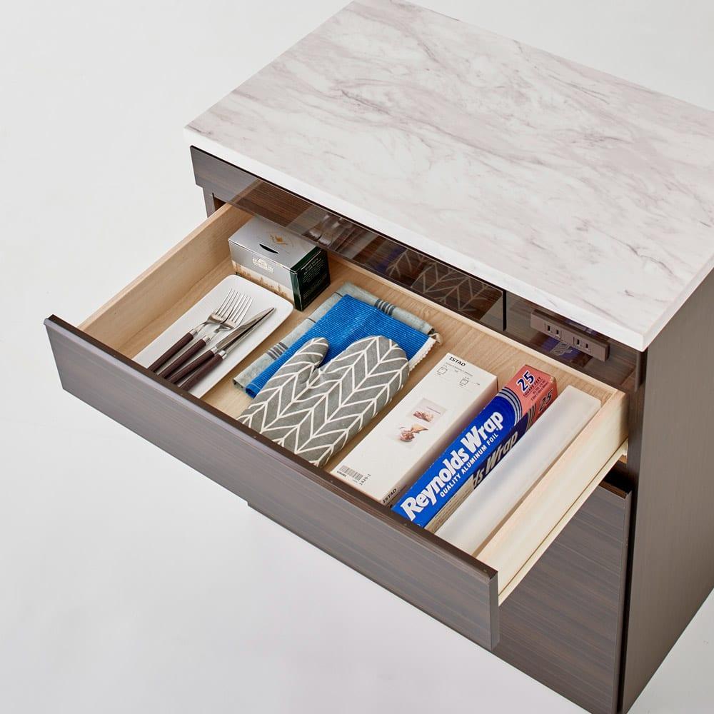 Formo/フォルモ 大理石調 ゴミ箱付きカウンター 3分別 引き出し奥行33.5cmでラップ類や麺棒なども収納できます。
