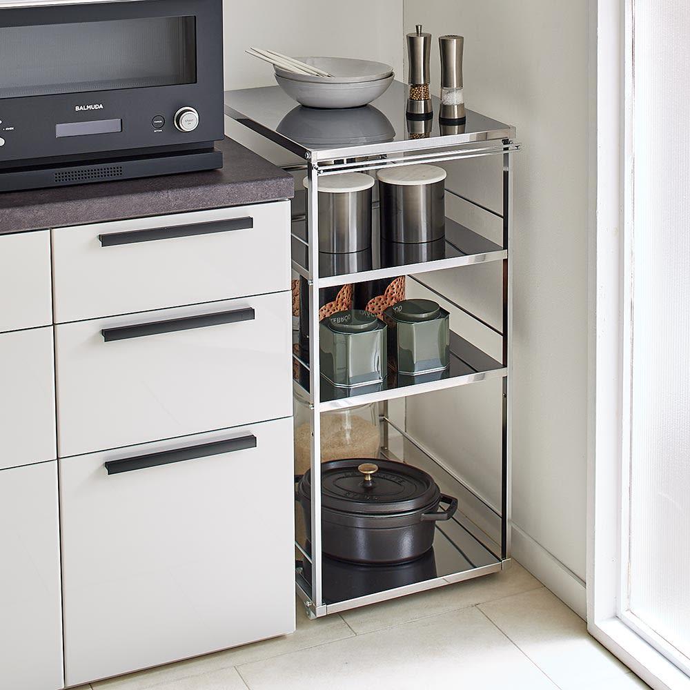 Prop/プロープ キッチン横 ステンレススリム作業台 幅30cm すき間に収めた状態