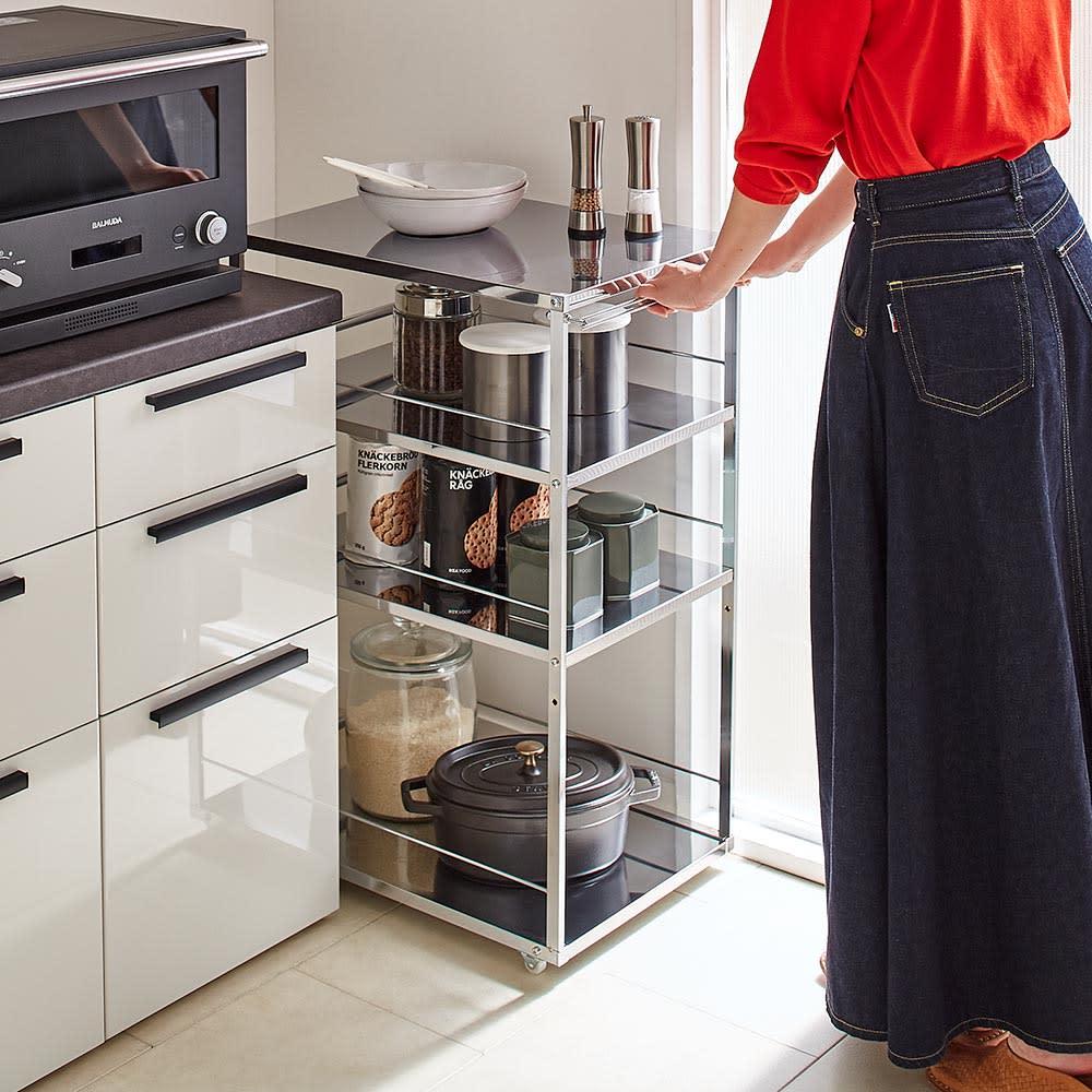 Prop/プロープ キッチン横 ステンレススリム作業台 幅30cm 出し入れしやすいハンドル付き。