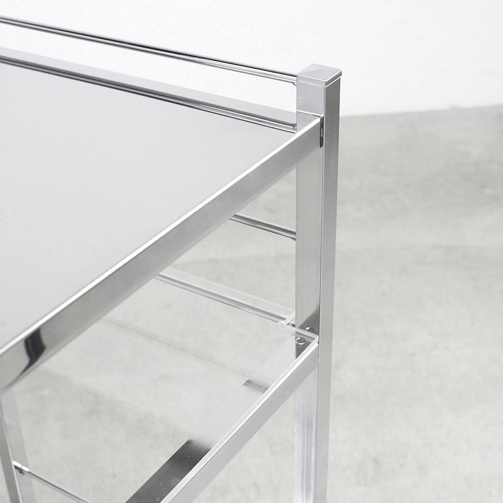 ステンレス製キッチンワゴン 幅33.5cm 2段目はアクリル棚板で、美しく圧迫感も軽減。