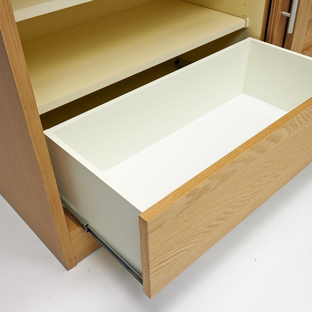 NexII ネックス2 天然木キッチン収納 カウンター 幅160cm 引き出し内部にも清潔感のあるホワイトカラーで化粧を施し、収納物に配慮しました。