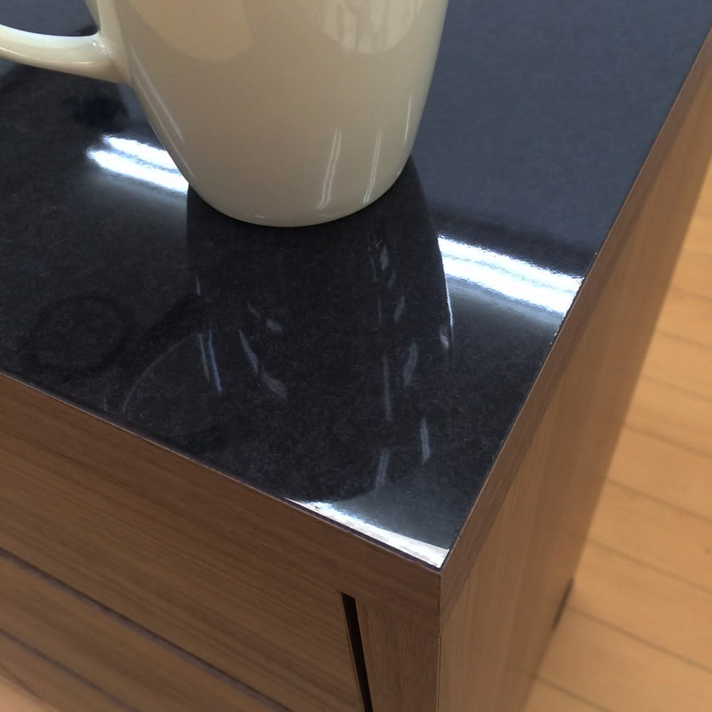 Granite/グラニト アイランド間仕切りキッチンカウンター幅120cm 家電収納付き 天板は光沢感とリアルに再現された御影石の質感が美しいメラミン素材。ブラックの天板にお気に入りの食器が移りこむのも素敵。