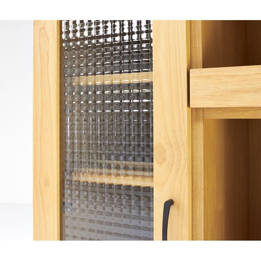 Pippi/ピッピ アルダー材コンパクトキッチン レンジラック 幅80.5cm 光を弾くクロスガラスは圧迫感がなく、さりげなく内部を隠すこだわりのデザイン。
