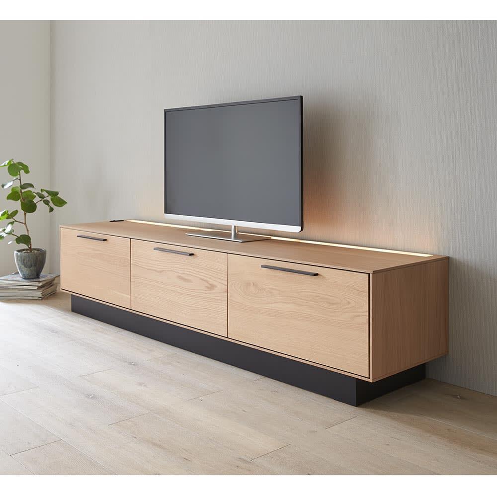 Glint/グリント LED照明付きテレビ台 幅200cm LEDライト点灯時