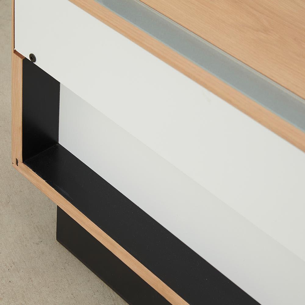 Glint/グリント LED照明付きテレビ台 幅200cm 奥行約7cmの空間があります。