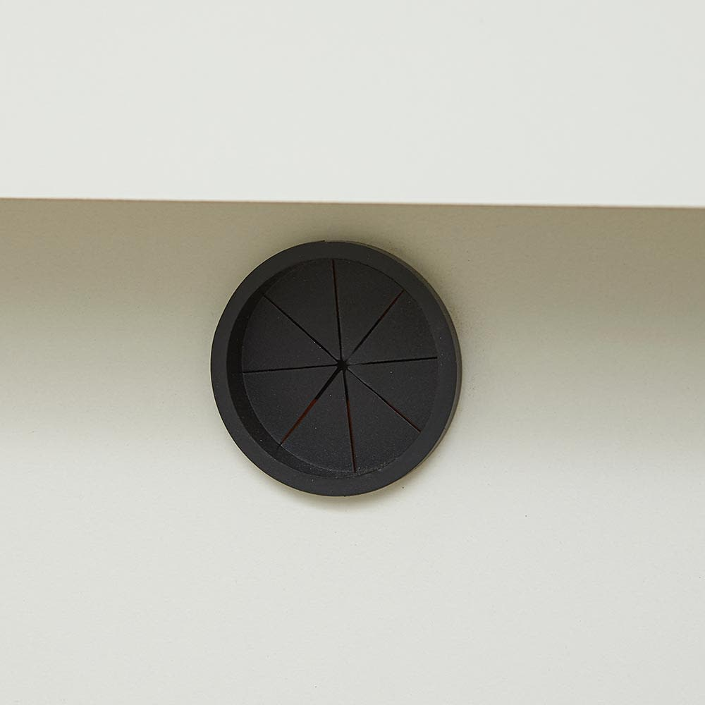 Glint/グリント LED照明付きテレビ台 幅200cm デッキ収納部の背面には配線用の穴付き。