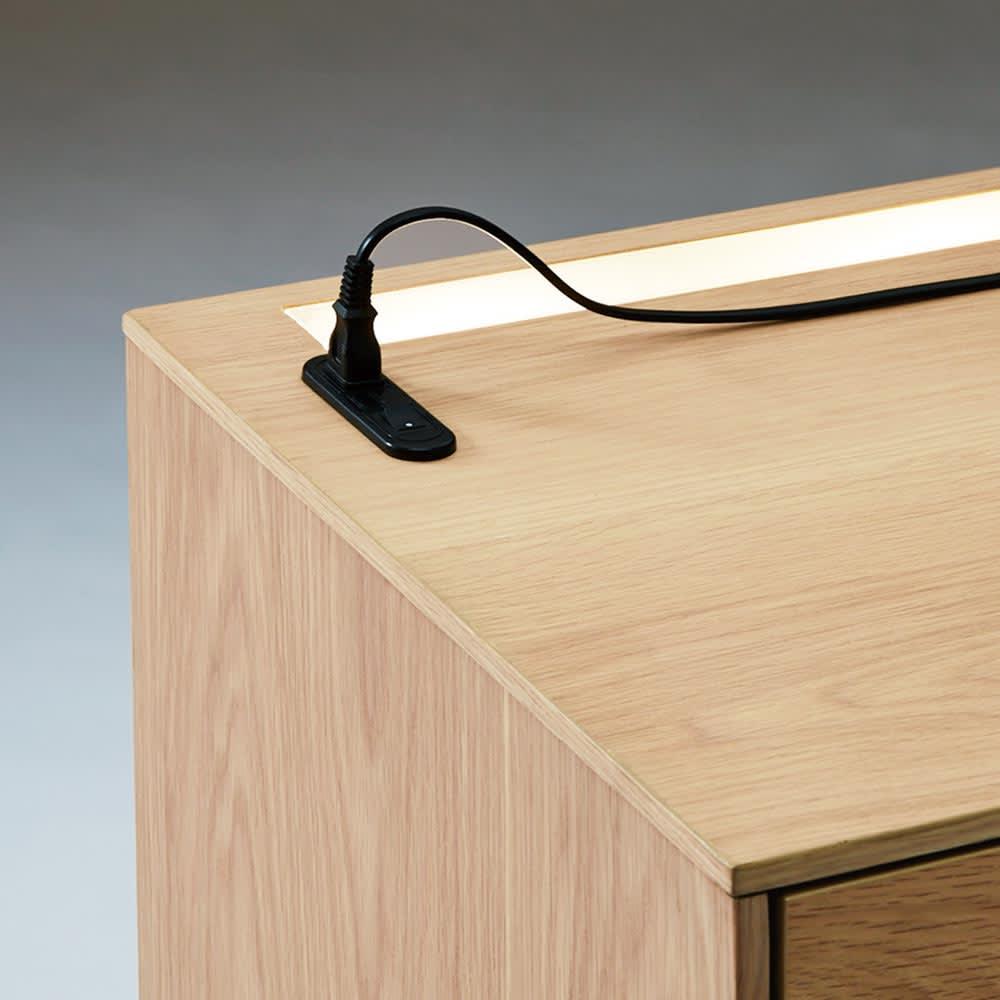 Glint/グリント LED照明付きテレビ台 幅200cm 向かって左端にLEDのON/OFFスイッチ、1口コンセント(1500W)が付いています。