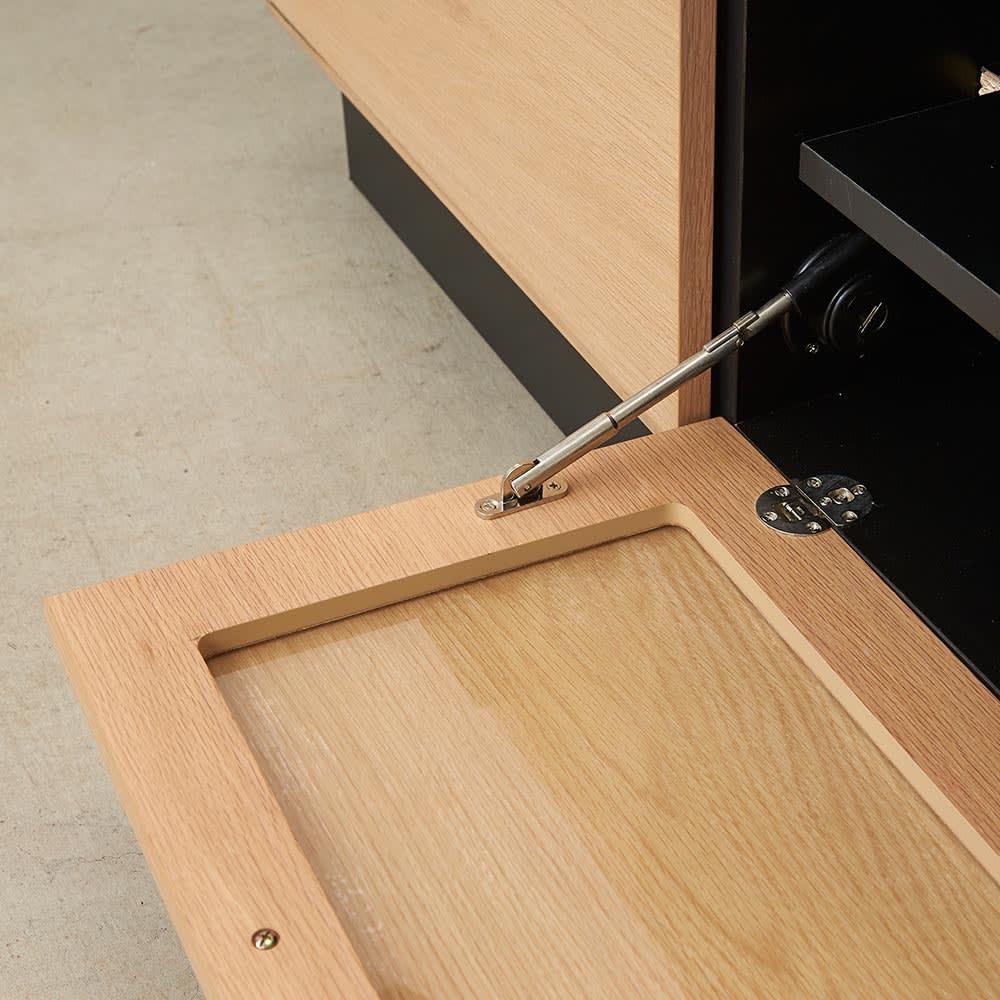 Glint/グリント LED照明付きテレビ台 幅240cm フラップ扉はゆっきり開閉するダンパー仕様。