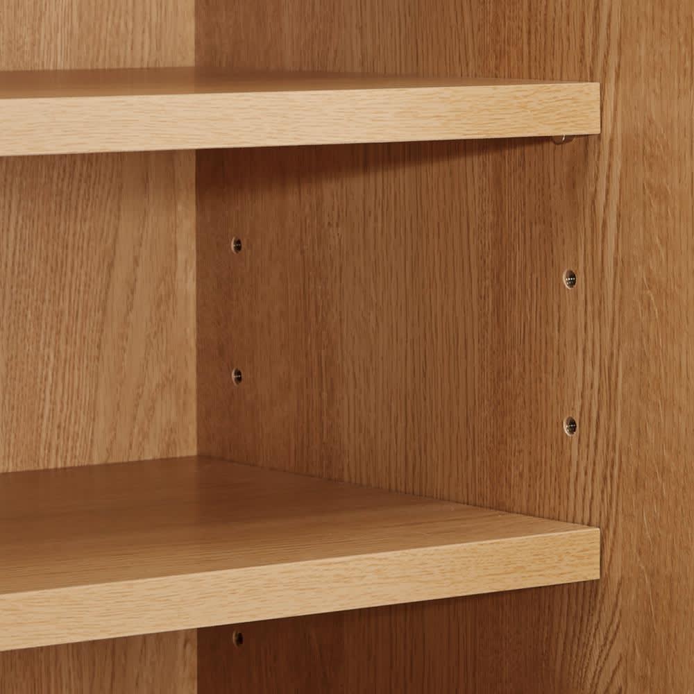 Cano/カノ リビングボード 幅85cmロー オーク 扉内部の収納棚は6cmピッチで高さ調節でき、効率的に収納できます。