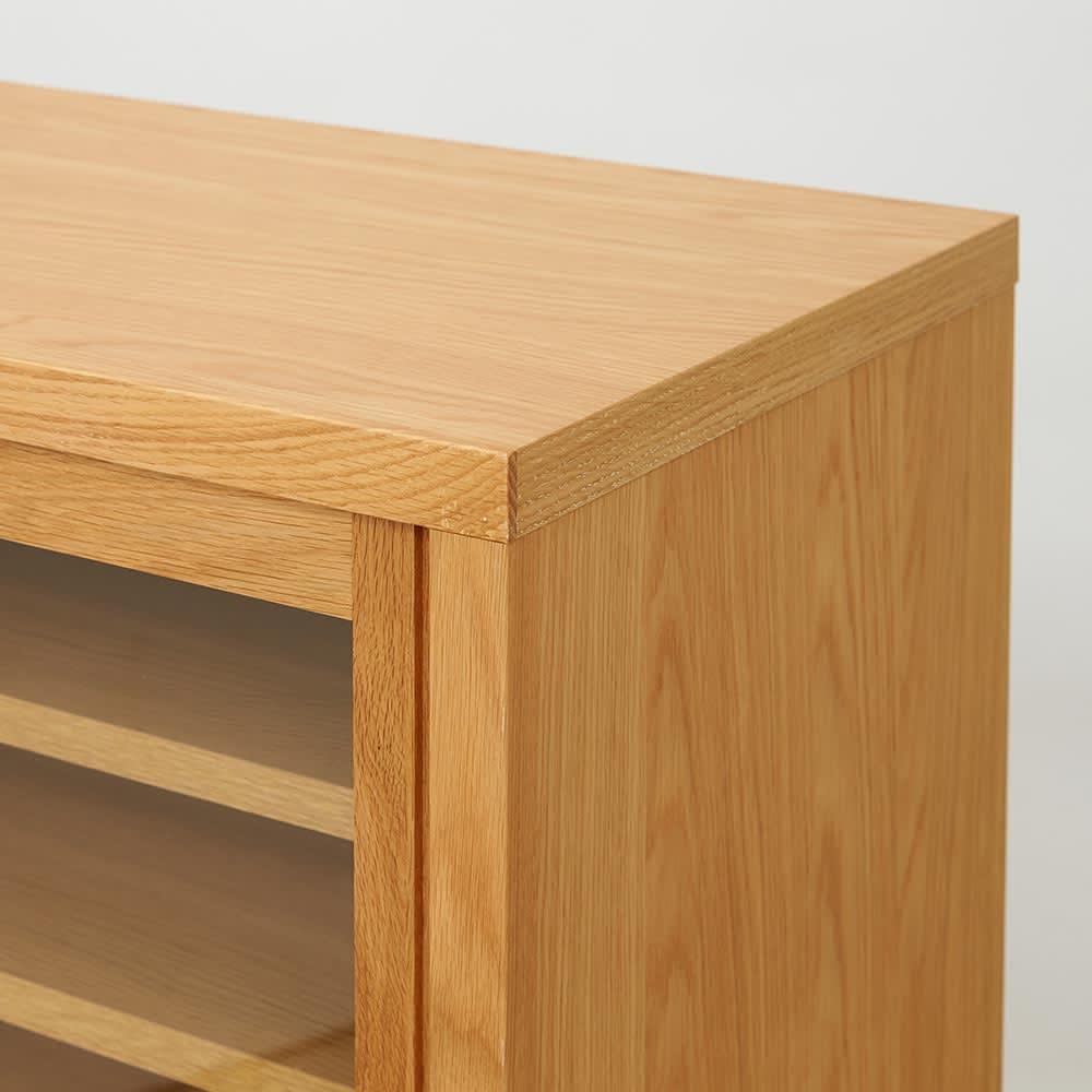 Cano/カノ リビングボード 幅115cmロー オーク 天然木製の脚が付くことで、重厚ななかにも軽やかさが同居する絶妙なデザインに。