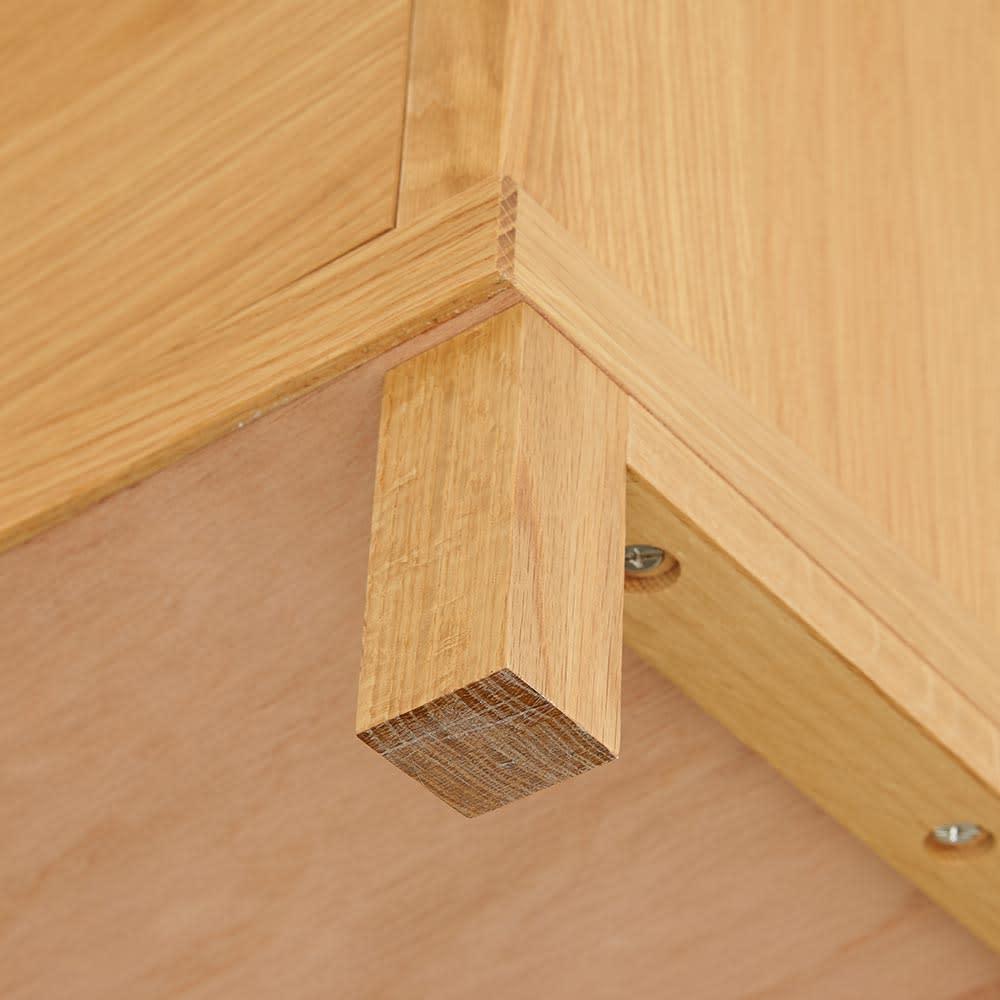 Cano/カノ リビングボード 幅115cmミドル オーク 天然木製の脚が付くことで、重厚ななかにも軽やかさが同居する絶妙なデザインに。