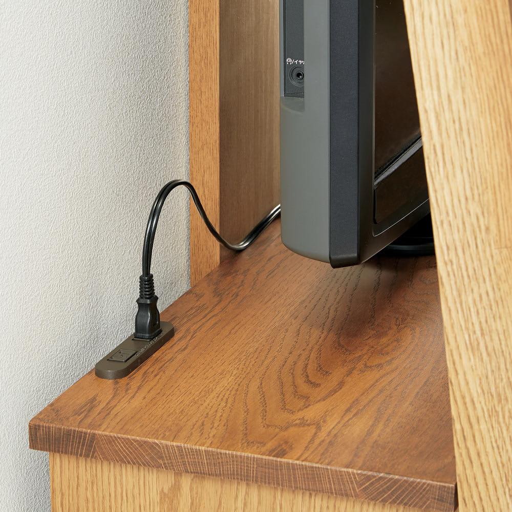 天然木シェルフシリーズ テレビ台 幅115cm[素材オーク/アルダー] 天板上には、家電の設置に便利なコンセント付き。