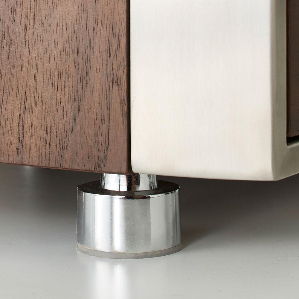 Glan Plus/グラン プラス デスクシリーズ キャビネット 幅80cm 約1cmまで無段階水平調節が可能なアジャスターも、メッキ仕上げのモダンデザインです。