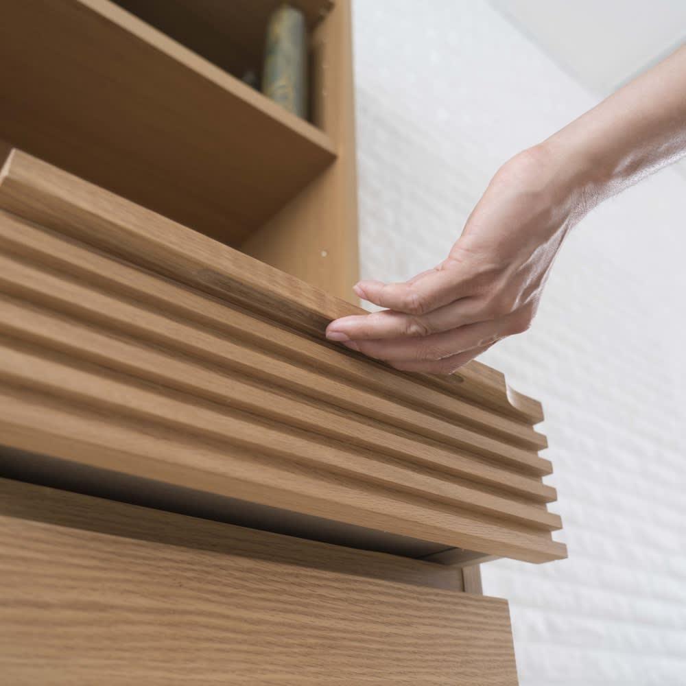 Pisaro/ピサロ オーク格子デスクシリーズ デスク 幅80高さ180cm 引き出しの無垢材取っ手は手が掛けやすい形です。