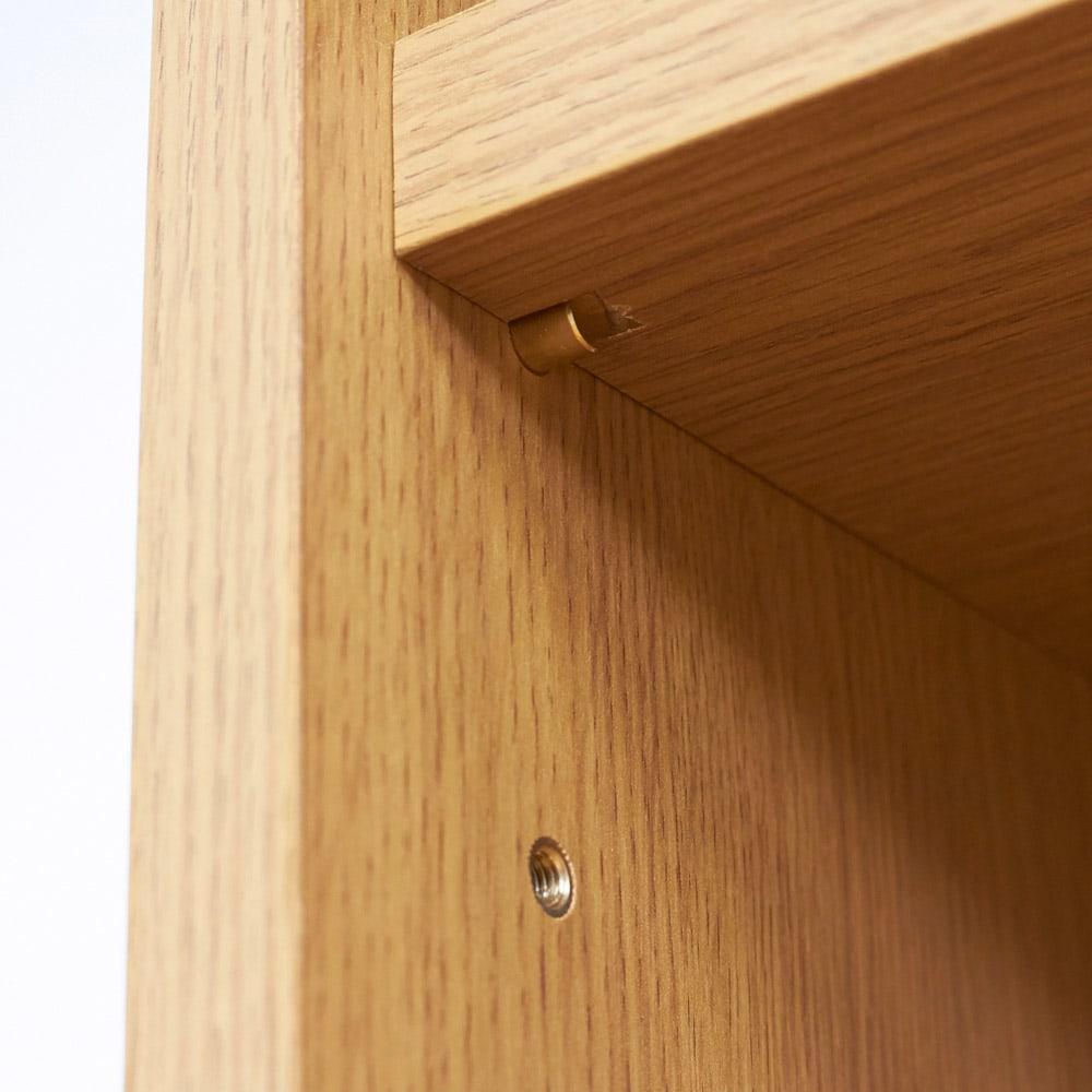 Pisaro/ピサロ オーク格子デスクシリーズ デスク 幅80高さ180cm 可動棚は6cm間隔で高さ調整できるので本の大きさに合わせて細かく収納ができます。棚ダボはネジを回すように閉める差し込み式なので丈夫で安心です。(棚板耐荷重は約20kgです)