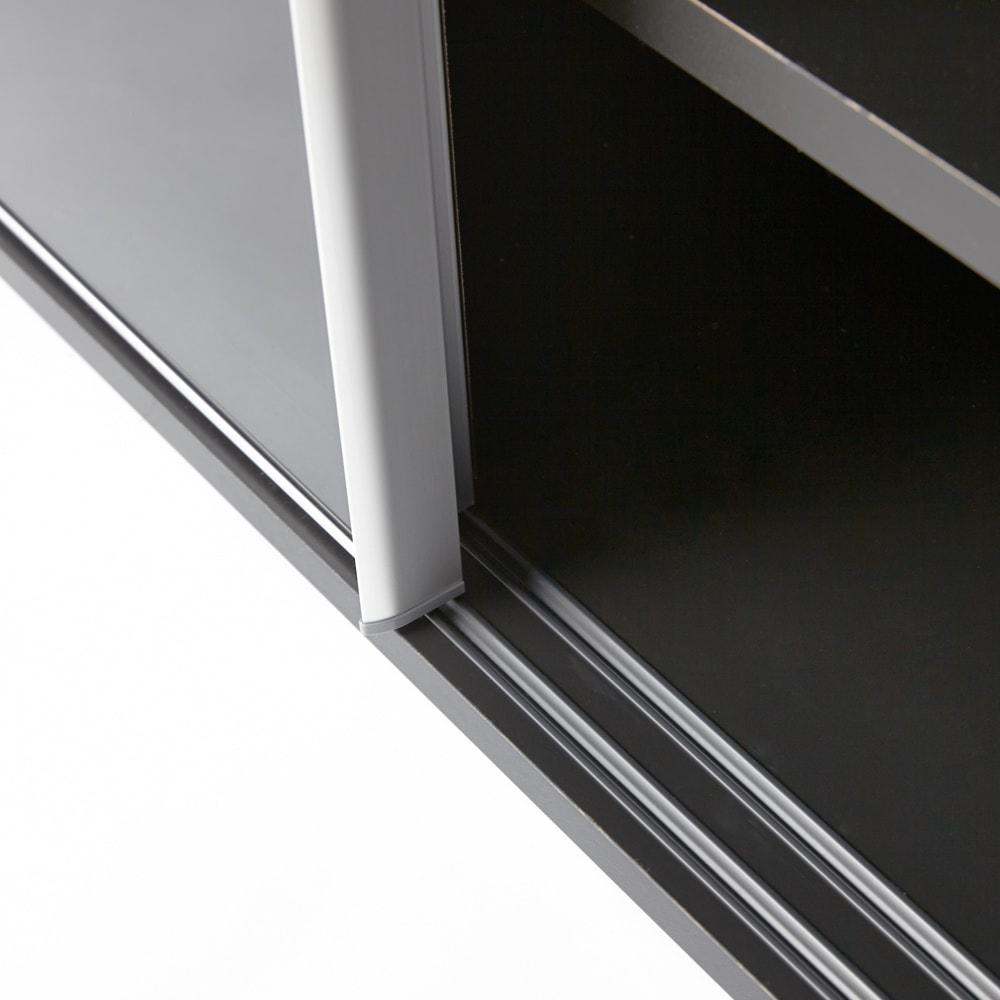 Evan(エヴァン) スライドシェルフ ロータイプ本棚 幅120cm 開閉しやすいレール付きの引き戸仕様。