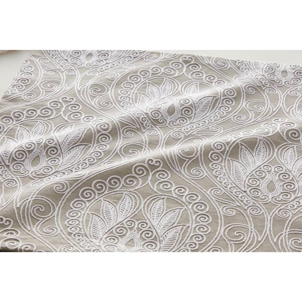チェーン刺しゅうクッションカバー (イ)グレー 生地アップ ※刺繍とタッセルカラーはホワイトになります