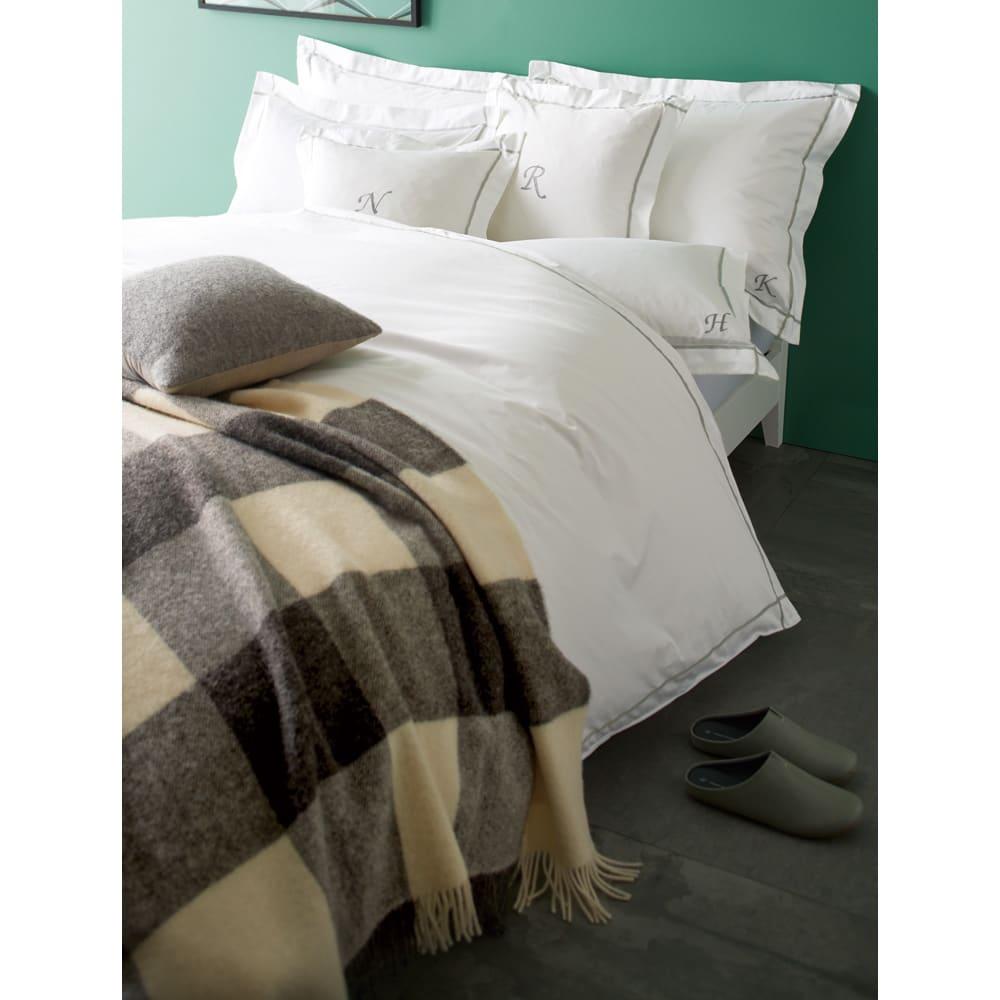 ホテル仕様超長綿サテンカバーリング Ciel シエル 刺繍クッションカバー(1枚) [コーディネート例]ライトグレー ※お届けは刺繍クッションカバーです。