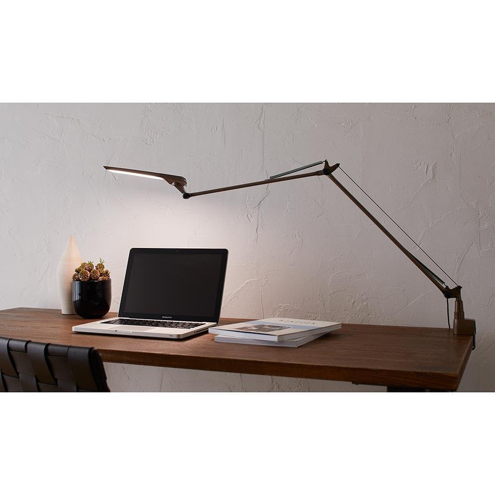 向きと高さを自由に変えられる センサー式LEDデスクライト エグザーム(EXARM)ライト 明かりのイメージ