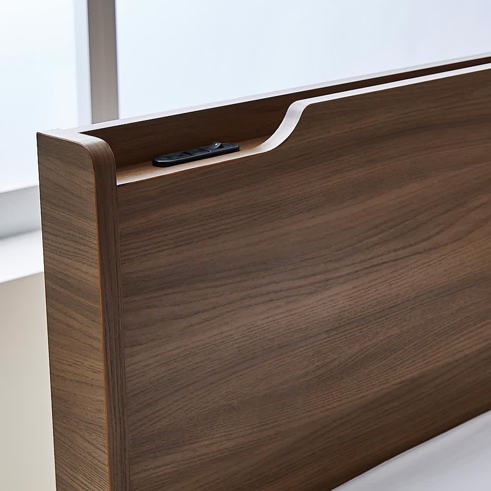 Pahkina/パーキナ 収納ベッド クラリス ヘッドボードの棚は、読みかけの本やスマホ、眼鏡などの指定席。